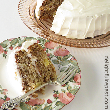 Hummingbird Cake - Banana Pineapple Cake with Cream Cheese Frosting / www.delightfulrepast.com