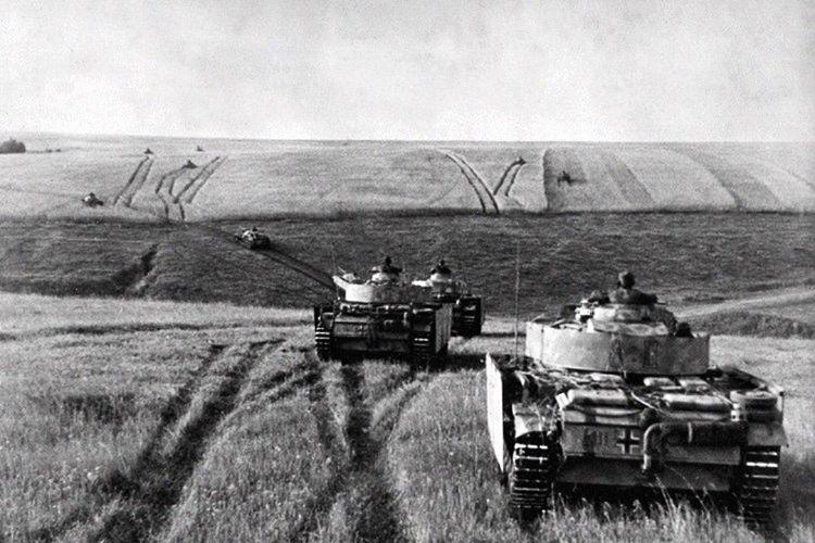 Hitler intikam almak için Kursk'a harekat emri verdi.
