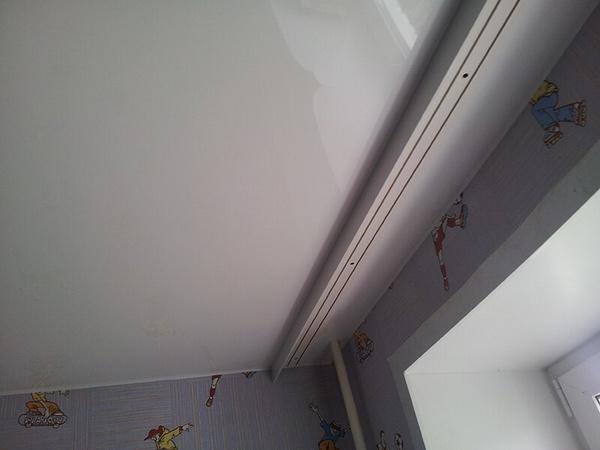 Потолочный карниз на потолке