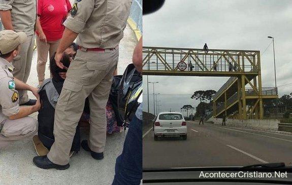 Suicidio desde un puente peatonal