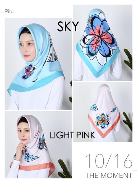 Jilbab Segi Empat Motif Bunga Cantik Velvet Maxmara Satin Warna Biru