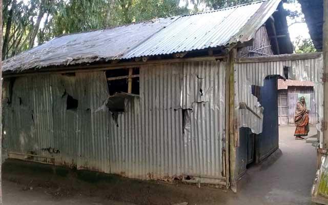 গোবিন্দগঞ্জে পূর্ব শক্রতার জেরে মারপিট ও বাড়ী ঘর ভাংচুর