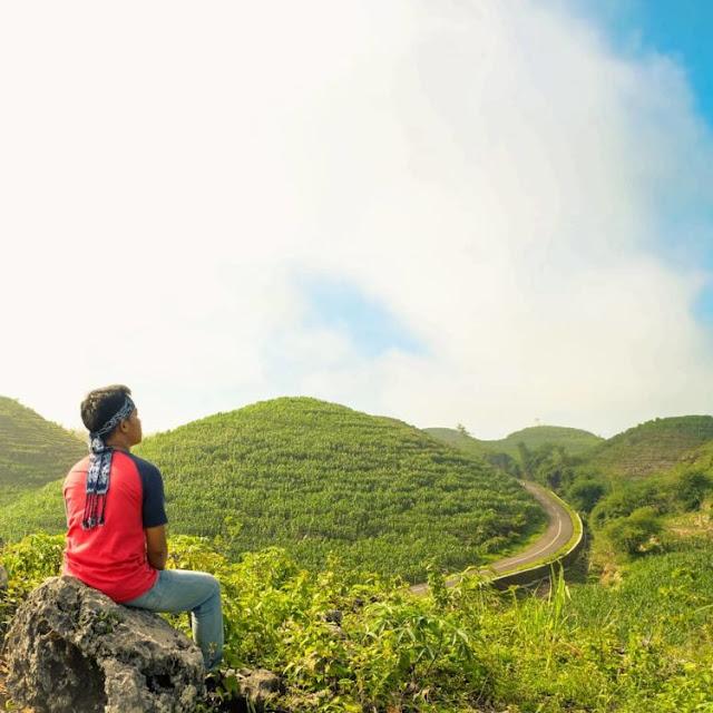 Banyak Spot foto  instagenic bukit Teletubbies Gunung Kidul