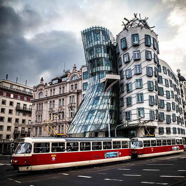 Blog de p rez lacasa arquitectos casa danzante praga for Costruzioni case moderne