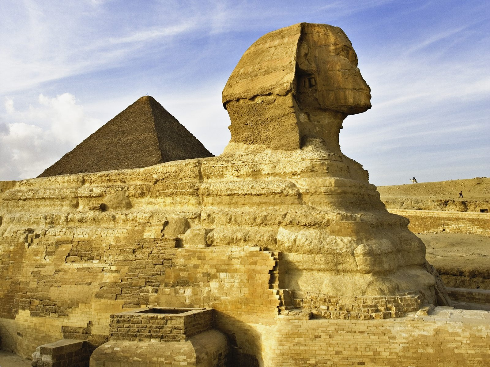 The most beautiful background of the Sphinx Egypt is one of the features of the world