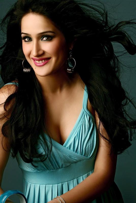 Indian Girls Deep Cleavage Photos  Hot Actress Picx-4175