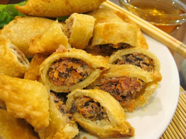 Top 8 junk food streets in Hanoi 4