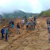 Pekerjaan hari ke 5 TMMD ke 104 Kodim 0417/Kerinci penuh dengan semangat dan antusias Masyarakat dibawah teriknya Matahari