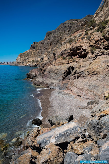 Linea de costa y aguas turquesas