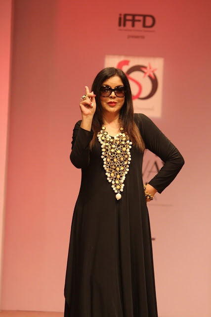Zeenat Aman walked ramp for Akassh K Aggarwal