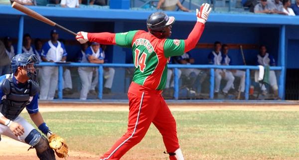 El toletero cubano, Joan Carlos Pedroso, lleva varias temporadas jugando fuera de casa luego de que, en Las Tunas, su provincia natal, prescindieran de su juego.