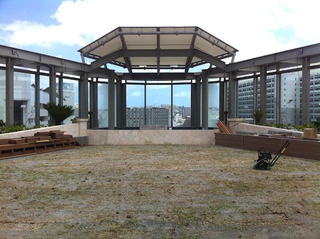再生木デッキ材の屋上ステージ施工写真