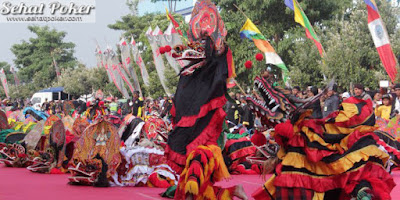 2.383 Penari Barong Meriahkan HUT Kabupaten Kediri