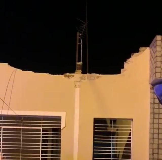 Sacada de uma casa desaba em Limoeiro na passagem do Bloco das Catraias