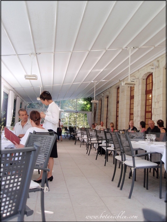 l-orangerie-restaurant-covered-terrace