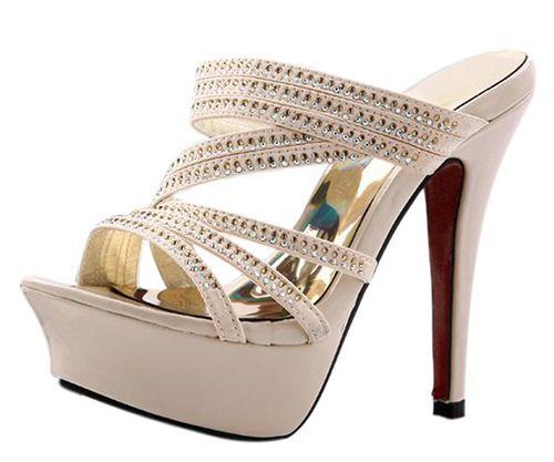 Model Sandal