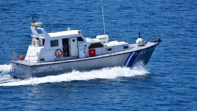 Επιχείρηση του Λιμενικού σε σκάφος με μηχανική βλάβη στην Αίγινα - Σώοι οι 7 επιβαίνοντες