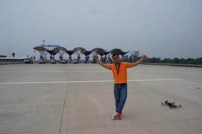 Saya dan Drone di Gerbang Tol Palimanan Tol Cipali