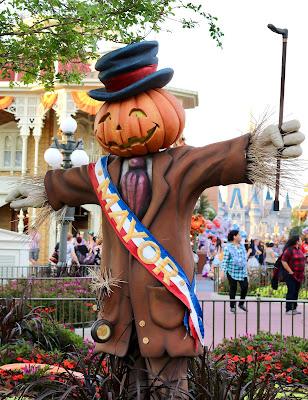 Disney-World-Magic-Kingdom-Fall-Halloween-decorations-mayor-scarecrow