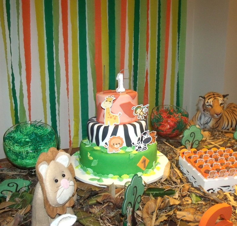 Jungle Themed 1st Birthday Party - DIY Party Decor, Ideas and ...