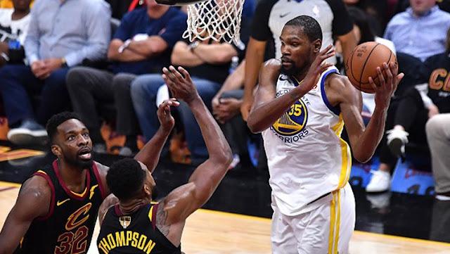 Kevin Durant (Golden State Warriors) tampil memukau saat melawan Cleveland Cavaliers di Final NBA 2018