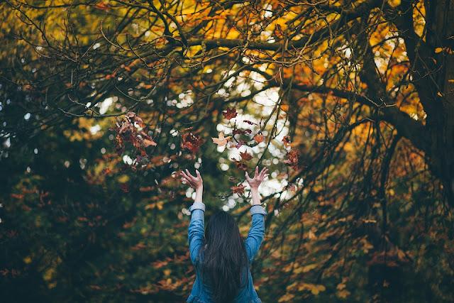 Dlaczego jesienią nie warto rezygnować z sukienek?