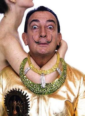 Salvador Dalí en sesión de foto