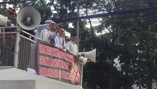 Massa Pro Jual Saham Bir Minta Warga DKI Tak Pilih Caleg Parpol 'Miras'