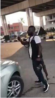 TROUBLE! SARS Operatives Slaps A Military Man In Mufti - VIDEO
