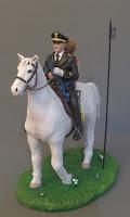 top cake topper sposi eleganti a cavallo sulla torta abito rosso orme magiche