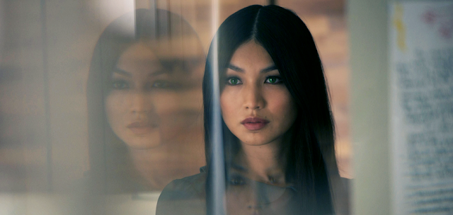 Gemma Chan în serialul Sci-Fi HUMANS