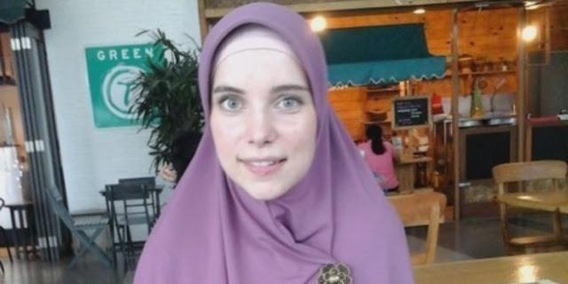 Wanita Belanda Ini Jadikan Syahadat Sebagai Taruhan Kelulusan Universitas