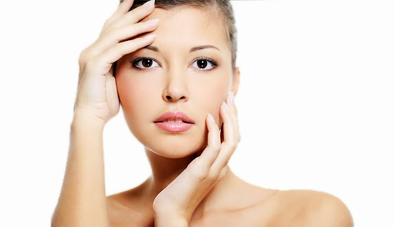 Penyebab dan Cara Merawat Kulit Wajah Berminyak Berjerawat