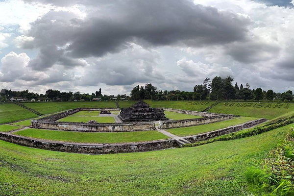 Backpacker Ke Candi Sambisari, yogjakarta