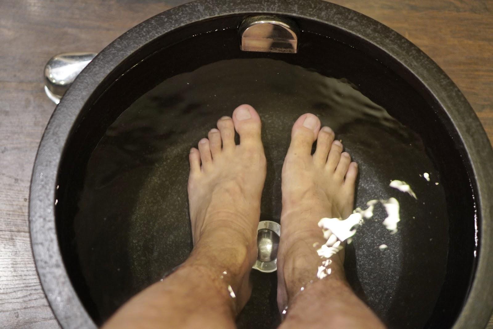 台南中西區按摩【綠海足體養生館】海鹽泡腳