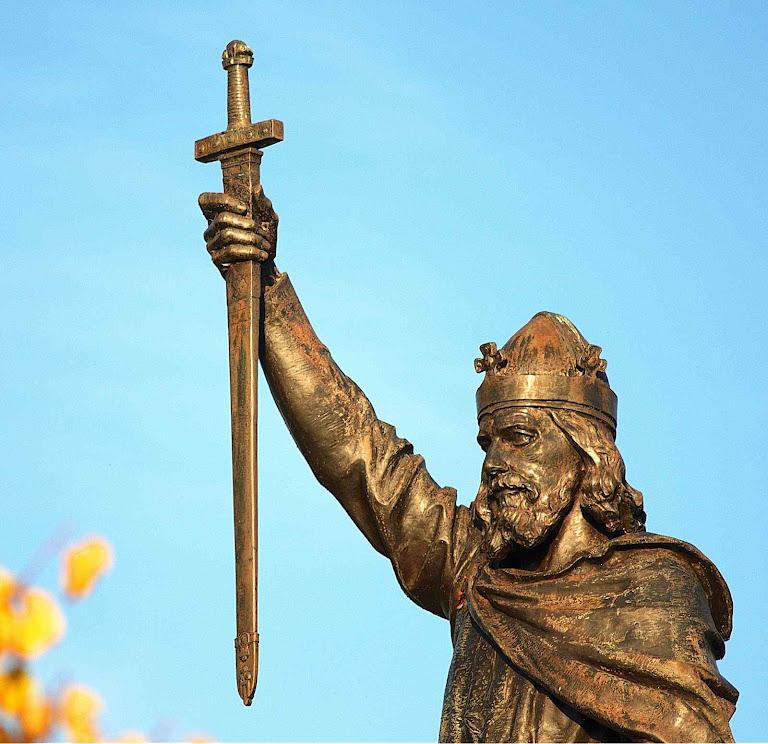 Alfredo o Grande, estátua de bronze em Winchester