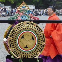 京都御苑・葵祭 太鼓 三つ葉葵の紋