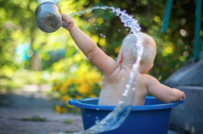 baby splashing