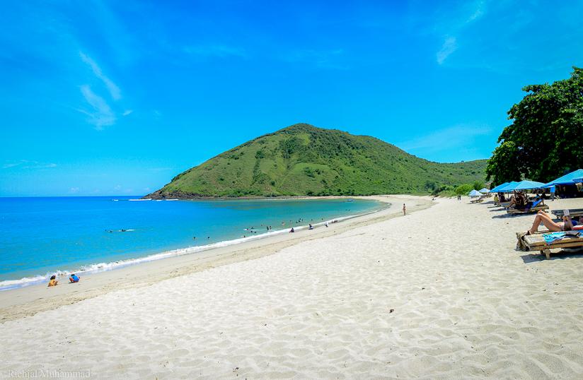 pantai mawun lombok tengah