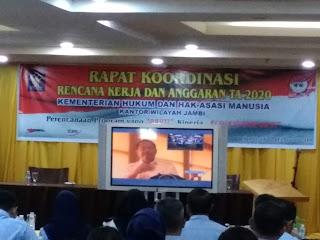 Sekjen Kemenkumham RI Buka Rakor Rencana Kerja Dan Anggaran Kakanwil Kemenkumham Jambi Melalui Video Conference.