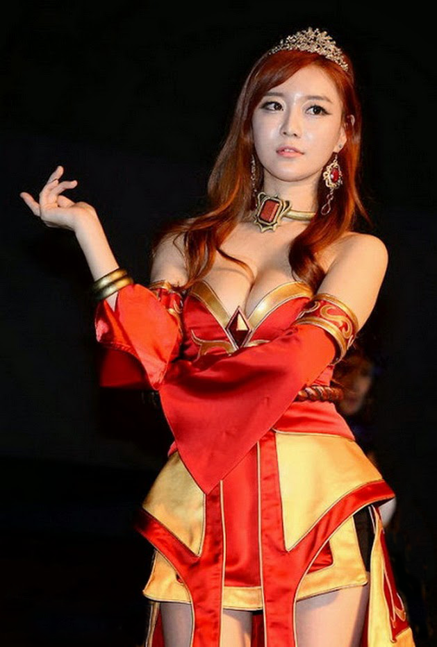 Choi Seul Ki (최슬기) cosplay pretty Lina from Dota 2 @G-STAR 2013 Video Game Expo (Busan Games Bexco).