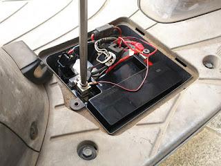 アドレスV125Gバッテリーを搭載し最後にマイナス線を取付けます。