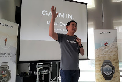 Sundoro introduces Garmin to the audience at the launch ceremony.