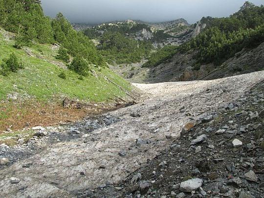 Jęzor lodu spływającego spod szczytów Olimpu.