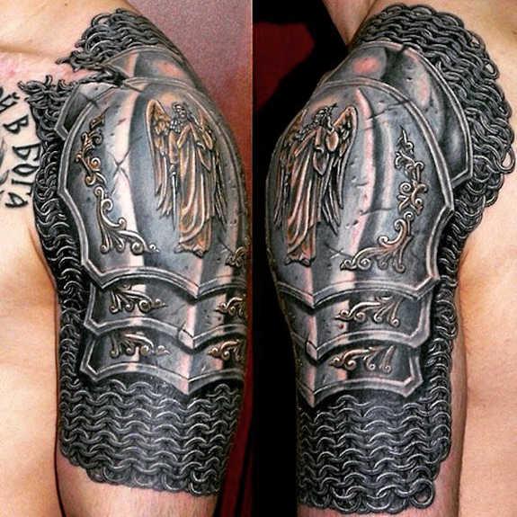 tatuaje en el hombro de armadura para hombre