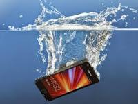 Inilah Solusi Smartphone Terendam Air