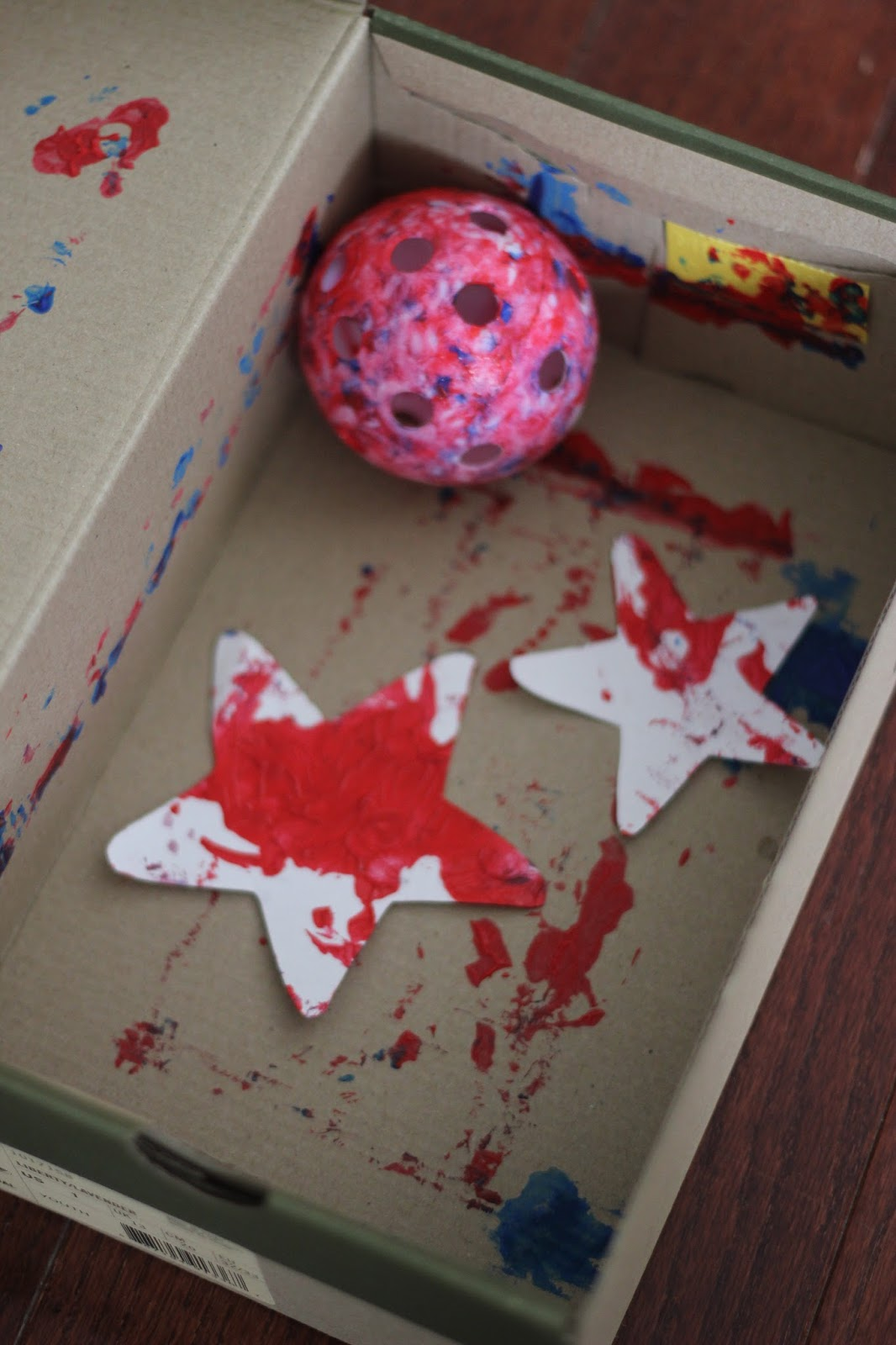 Toddler Approved Mess Free Patriotic Star Painting