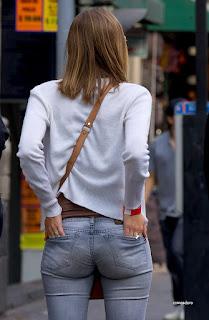 nalgona-marcando-calzon-jeans