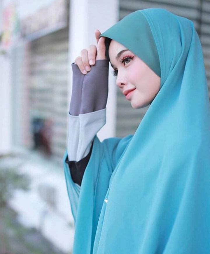 Gambar Hanis Nabilah Mustafa Bakri - Blogger, Pelakon, Founder Produk