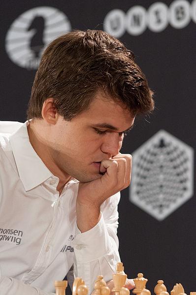 [Obrazek: 15-10-10-Magnus_Carlsen-RalfR-N3S_2339.jpg]
